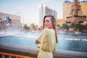 Bellagio Fountans Portrait session with Darya