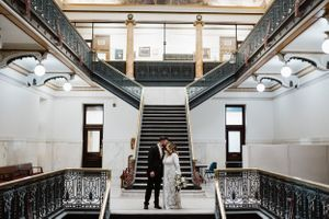 wedding-couple-kissing-in-courthouse-desmoines-iowa-raelyn-ramey-photography