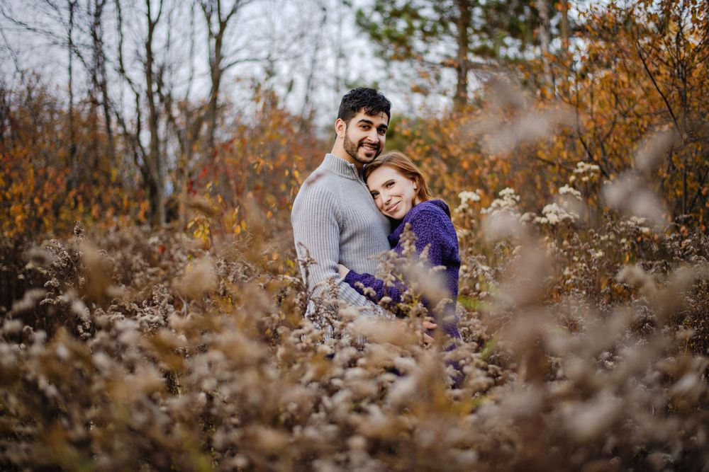 Ottawa Couples Photography - Couple in tall grass