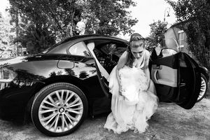 photograph of bride getting out of car at Italian wedding