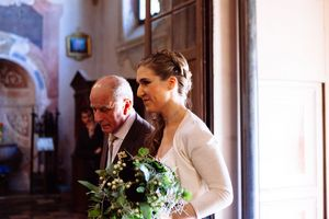photography of bride arriving at wedding in Ferrara Italy
