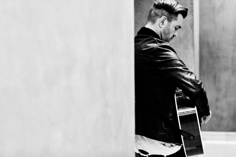 Andy Grammer rehearsing backstage with no one else around at Only In Nashville. Photo by Joel Alexander