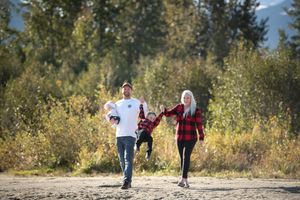 Whistler Family Photography Outdoors Nature Nicklaus North Fall
