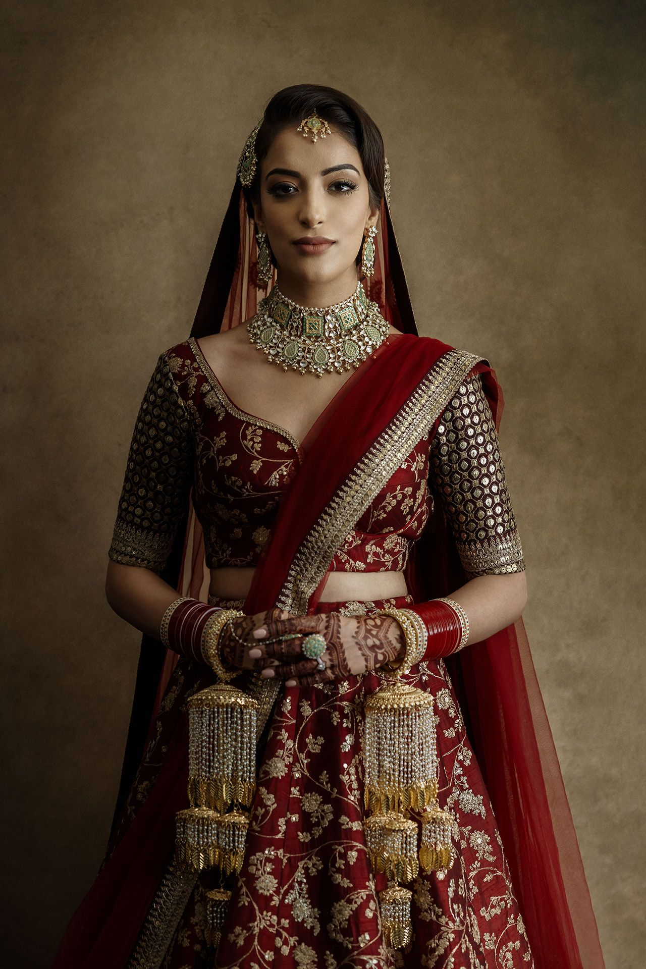 london sikh wedding stunning bride in sabyasachi