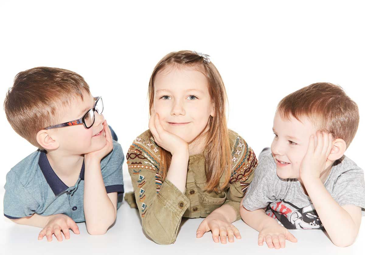 2 boys and girl photo session