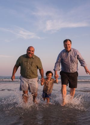 Beach photo sessions for families in Maine