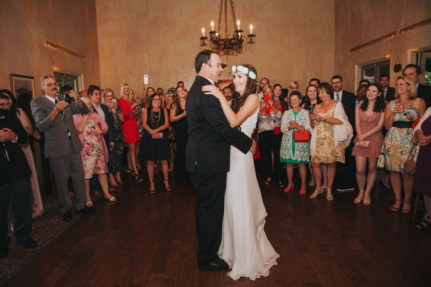 bride & groom dancing at la venta inn