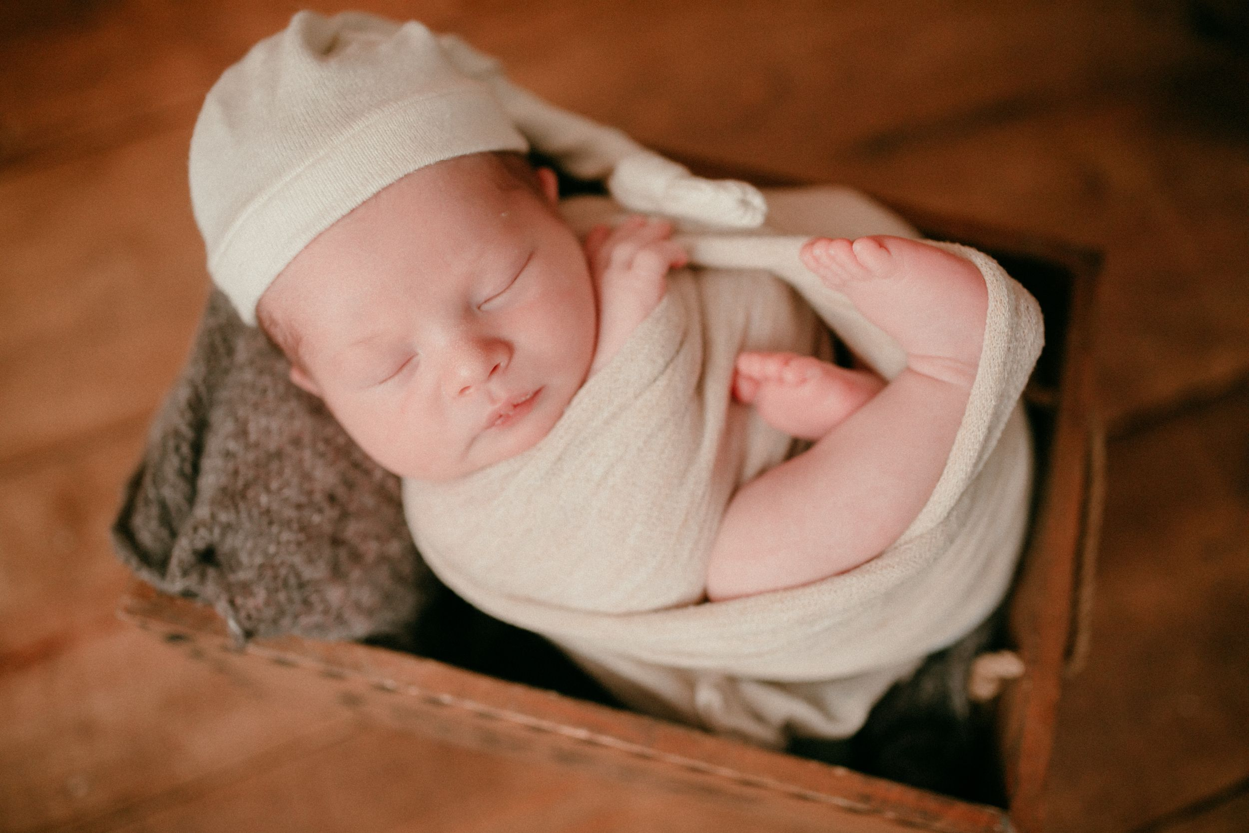 Newborn in box | Newborn Photography