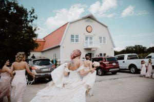 bride-walking-to-summerset-winery-barn-indianola-iowa-raelyn-ramey-photography