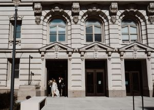 bride-groom-elopement-at-courthouse-des-moines-iowa-raelyn-ramey-photography