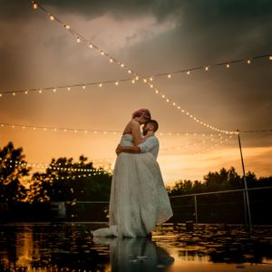 bride-groom-kissing-in-rain-during-sunset-summerset-winery-indianola-iowa-raelyn-ramey-photography