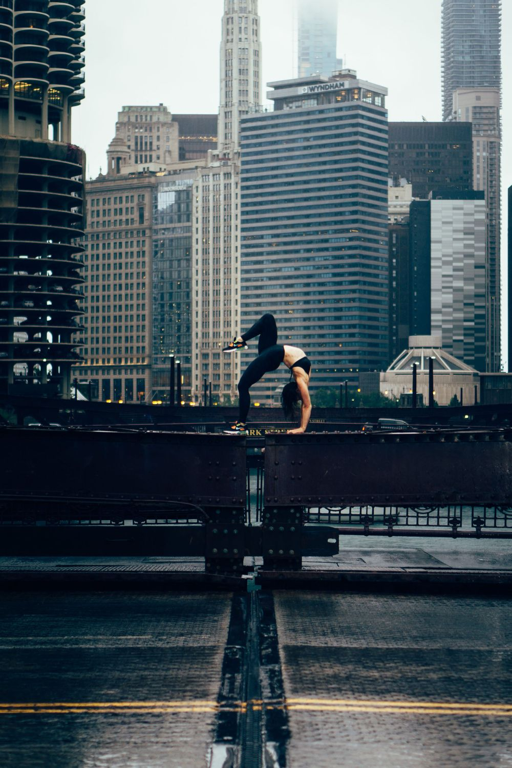 fitness yoga photoshoot in chicago downtown